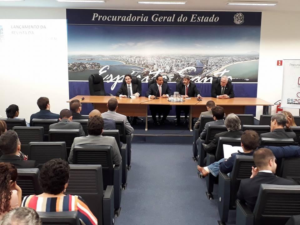 Livros de procuradores: advogados públicos, presidente da Anape e vice-governador do ES participam de lançamento